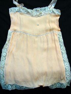 Antique-EDWARDIAN-1920s-Vintage-LACY-SALMON-SILK-ROSETTE-PANTY-CHEMISE-SLIP