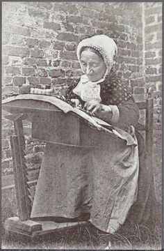 Lace worker, Bruges, Belgium, in 1900 - Source: Beeldbank Stad Brugge