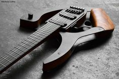 Rick Toone has been showcased here before, but his recent creation — The Ultimate Shred Machine — caught my eye because it's more modern avant-garde in styling as opposed to his n… Rare Guitars, Unique Guitars, Custom Guitars, Vintage Guitars, Guitar Diy, Jazz Guitar, Cool Guitar, Cigar Box Guitar, Guitar Building