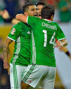 ¡Con gol de de Corona, @miseleccionmx empata el partido! El encuentro se pone bueno... #MEXvVEN 1-1  #Copa100