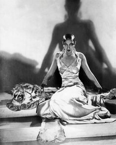 Welcome to the Biography page of the official Josephine Baker website. Learn more about Josephine Baker and contact us today for licensing opportunities. Josephine Baker, Belle Epoque, Hollywood Glamour, Old Hollywood, Hollywood Divas, Hollywood Stars, Classic Hollywood, Foto Poster, Harlem Renaissance