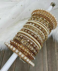 Indian Jewelry Earrings, Indian Jewelry Sets, Fancy Jewellery, Jewelry Design Earrings, Hand Jewelry, Jewelery, Pakistani Bridal Jewelry, Indian Wedding Jewelry, Bridal Jewellery Inspiration