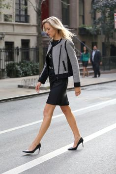 Street style fall fashion trends 2013 new york city nyc the classy cubicle fashion Casual Wear Women, Womens Fashion Casual Summer, Womens Fashion For Work, Corporate Wear, Corporate Chic, Corporate Fashion, Autumn Street Style, Street Style Women, Fall Fashion Trends