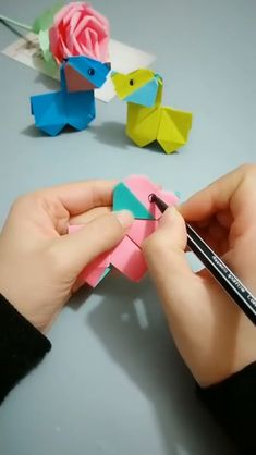 Cool Paper Crafts, Paper Crafts Origami, Diy Crafts Hacks, Diy Crafts For Gifts, Diy Arts And Crafts, Diy Paper, Instruções Origami, Origami Design, Paper Crafts Magazine