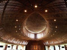 Rund 500 Menschen haben unter dem imposanten Dach des von Denton Coreker...