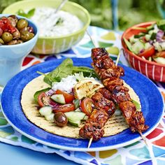 Kebab Wrap, Bbq Skewers, Swedish Recipes, Cooking Recipes, Healthy Recipes, Tzatziki, Food Inspiration, Main Dishes, Chicken Recipes