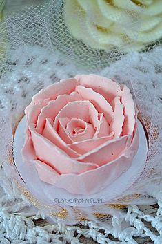 krem maślany na bezie szwajcarskiej Sweet Recipes, Cake Recipes, Frosting, Icing, Baking Basics, Buttercream Flowers, Polish Recipes, Birthday Cupcakes, Food Cakes