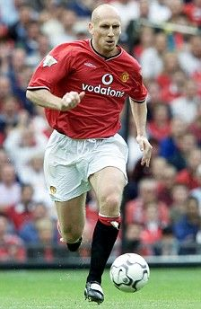 Sir Alex Ferguson has expressed his regret about letting Dutch defender Jaap Stam leave Manchester United back in Manchester United Images, Newcastle United Fc, Manchester United Legends, Manchester United Players, Retro Football, Vintage Football, Eindhoven, Steven Gerrard, Premier League