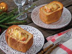 13 января мы снова накрываем праздничный стол. Удивим близких, по-новому оформив традиционные блюда. Например, порадуйте родных и друзей оригинальной подачей, приготовив жаркое в хлебе.