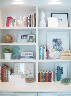 blue chickadee: bookshelf Stylin