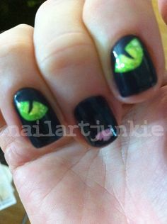 Cat eyes and nose Best halloween nails! Halloween Nail Designs, Halloween Nail Art, Halloween Cat, Halloween Ideas, Love Nails, Pretty Nails, Dream Nails, Colorful Nail Art, Cat Eye Nails