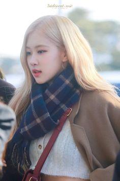 Yg Entertainment, South Korean Girls, Korean Girl Groups, Rose Park, Jennie Lisa, Blackpink Fashion, Park Chaeyoung, Airport Style, My Princess