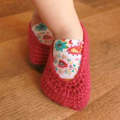 I don't know how to knit yet but look out! These are so cute. :)