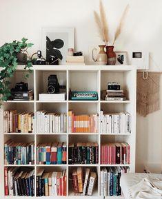 Bookshelves In Bedroom, Diy Home Decor, Room Decor, Desk Inspiration, New Room, Home Organization, Decoration, Home Interior Design, Shelving
