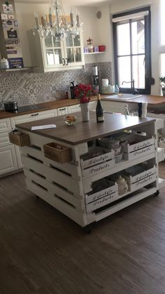 Kücheninsel aus Paletten Gogoek built his own kitchen islands out of pallets. Home Decor Kitchen, Kitchen Furniture, Diy Home Crafts, Diy Home Decor, Küchen Design, House Design, Pallet Kitchen Island, Kitchen Islands, Pallet Island