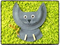 chat en assiette en carton, animal domestique, bricolage enfant Paper Plate Crafts, Paper Plates, Paper Plate Animals, Animal Crafts, Garden Sculpture, Crafts For Kids, Animales, Speech Language Therapy, Diy Crafts