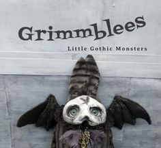 Anxst the Grimmblee a one of a kind creepy-cute Gothic Crow Skull, Clay Faces, Creepy Cute, Little Monsters, Cute Creatures, Black Felt, Soft Sculpture, Vintage Fabrics, Black Faux Leather