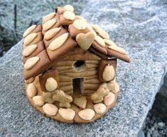 Jednoduchá perníková chaloupka - recept i šablona Bird, Outdoor Decor, Home Decor, Decoration Home, Room Decor, Birds, Home Interior Design, Home Decoration, Interior Design