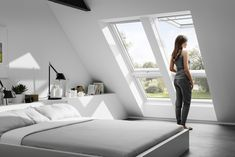 """Ovenlysvinduer gør rummet """"større"""", giver godt arbejdslys og hjælper med at lufte ud."""