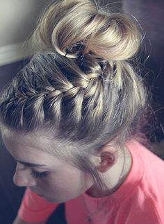 This messy bun & braid tutorial is one of my favorite hair looks for summer, and it isn't too complicated. The tutorial contains step-by-step photos.