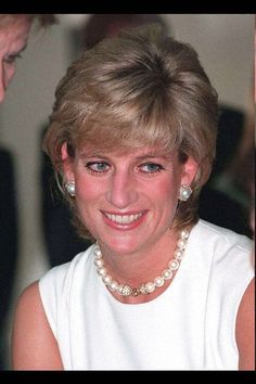 Diana wore this single row of pearls with a diamond clasp on November 23, 1995 while on an official visit to Argentina.