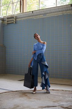 The complete Solace London Resort 2019 fashion show now on Vogue Runway. Denim Fashion, Look Fashion, Fashion Details, Runway Fashion, High Fashion, Fashion Beauty, Fashion Outfits, Fashion Design, Fashion Trends