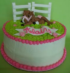 Ok, so far, this is by far, my favorite cake I've done... Horse related, pink, cute...yeah...so me...this was for my 10 year old lesson clie...