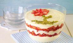 Schichtdessert mit Erdbeeren Rezept: Cremiges Dessert mit Joghurt und fruchtigen Erdbeeren an sommerlichen Tagen - Eins von 7.000 leckeren, gelingsicheren Rezepten von Dr. Oetker!