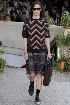 See all the Collection photos from Paul Smith Spring/Summer 2015 Menswear now on British Vogue 2015 Fashion Trends, Men's Fashion Brands, 2015 Trends, Fashion News, Paul Smith, Weird Fashion, Latest Mens Fashion, Light Jacket, Spring Summer 2015