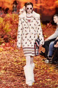Moncler Gamme Rouge RTW Fall 2017 – WWD