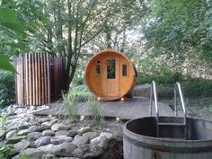 Perfektes Trio: Sauna, Dusche und Abkühlbecken