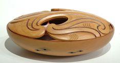 Wakahuia Bowl (Mangopare design) by Todd Couper, Māori artist Maori Designs, Maori Art, Wood Carving, Serving Bowls, Decorative Bowls, Sculpture, Artist, Wood Sculpture, Wood Carvings