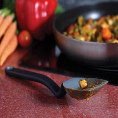 #original #gadgets #friki #geek #fotos #hogar #menaje #decoración  Una cuchara que no mancha. Se mantiene en equilibrio y evita esas molestas manchas en el mantel. Ideal para los cocinillas!!!! http://www.yougamebay.com