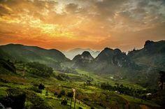 « J'ai capturé ce coucher de soleil sur la vallée de Dong Van, dans le nord du Vietnam »/ Réhahn photographer