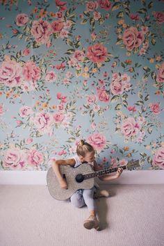 Cutesie Floral Wallpaper // Girly Rooms