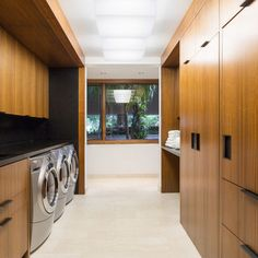 Modern Home Photos: Find Modern Homes and Modern Home Decor Online Modern Laundry Rooms, Travertine Floors, Laundry Storage, Home Decor Online, Home Photo, Modern Interior Design, Studio, Home Projects, Modern Architecture
