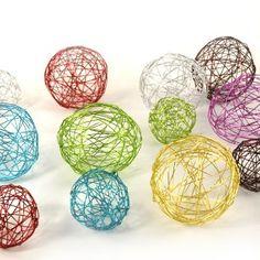 Salam 'alaikoum,     Activité manuelle, faire des boules décoratives.  Très simple à réaliser, en plus les enfants peuvent participer sans p...