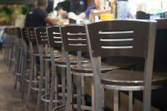 Design Interieur Lobby Bar Montréal  #bar #montreal #design #plateau #chaises #bar #barman  www.lobbybar.ca