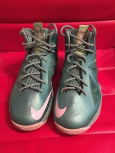 e8c80ed3726 LeBron James Sneakers Boys Youth Teal Nike size USA 5.5Y  Nike Teal Nikes