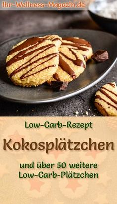 Low Carb Kokosplätzchen - einfaches Rezept für Weihnachtskekse Simple, quick coconut cookies without sugar - low-carb recipe with healthy almond flour, coconut flakes, etc. decorated with chocolate gl Low Carb Desserts, Easy Desserts, Low Carb Recipes, Chocolate Navidad, Christmas Biscuits, Christmas Cookies, Coconut Cookies, Coconut Biscuits, Coconut Recipes