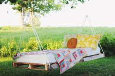 Use Wooden Pallets for Easy and Frugal Building Projects: The Merrythought's Free Pallet Swing Bed Plan