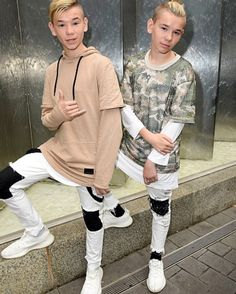 Wat's up we ar Marcus and Martinus we ar twins