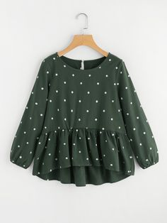 Cute and Casual Polka Dot Peplum Regular Fit Round Neck Long Sleeve Green Polka Dot Print Frill Dip Hem Blouse Modest Fashion, Hijab Fashion, Fashion Outfits, Trendy Outfits, Kids Outfits, Cute Outfits, Cooler Look, Spring Shirts, Mode Hijab