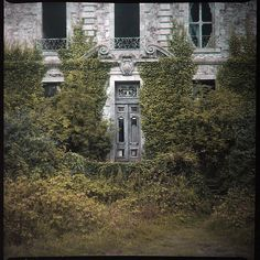 knock knock by Ruin T, via Flickr