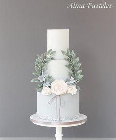 French vintage inspired wedding cake. #cakedecorating #cakedesign #sugarcraft #satinice #sugarart #cakeart #wedding #weddings #weddingideas #weddingcake #torte #hochzeitstorte #hochzeitstorten #bride #bride2016 #braut #braut2016 #vintage #vintage2016 #vintagecake #hochzeit