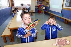 En las clases de P3 #elpeixetschool los alumnos realizan ejercicios de estimulación del habla con el objetivo de prevenir posibles alteraciones lingüísticas. Con las actividades de respiración y soplo, además de disfrutar de lo que hacen, estimulan el aparato bucofonador. #estimulacióntemprana