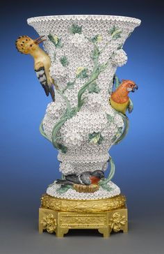 Meissen Snowball Vase with Birds 1741 Porcelain Jewelry, Fine Porcelain, Porcelain Ceramics, Painted Porcelain, Dresden, Ceramic Manufacturer, Pots, Glazes For Pottery, Biscuit