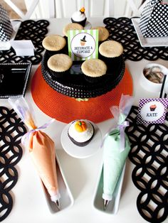Prepare frosting in assorted colors and place in icing bags so the kids can easily squeeze frosting onto their cupcakes. Provide toppings for the guests to choose from, such as Halloween-colored sprinkles, candy corn, marshmallows, M