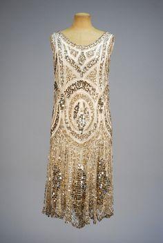 Ephemeral Elegance — Sequined Evening Dress and Jacket, ca. Image Fashion, 20s Fashion, Fashion History, Art Deco Fashion, Retro Fashion, Fashion Design, Fashion Today, Korean Fashion, Fashion Online