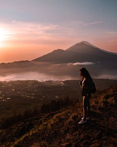 A travel Bali route guide. This Bali route will guide you on how to visit all the highlights and most beautiful locations on Bali. White River Rafting, Uluwatu Temple, Gili Island, Bali Travel, Top Of The World, Ubud, Amazing Destinations, Beach Day, The Locals